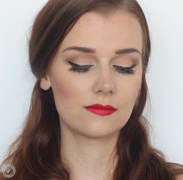 red lips winged liner